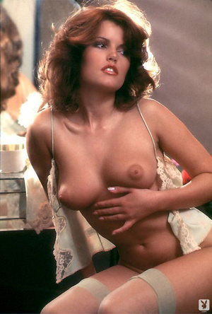 70's brunette chick with natural tits sh - XXX Dessert - Picture 6