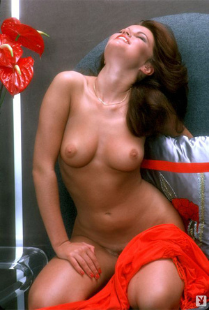 70's brunette chick with natural tits sh - XXX Dessert - Picture 7