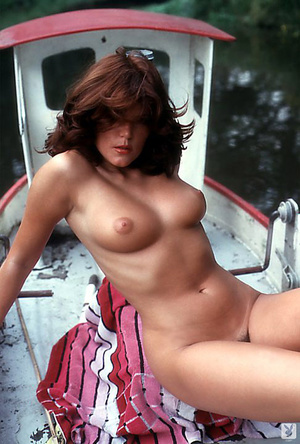 70's brunette chick with natural tits sh - XXX Dessert - Picture 10