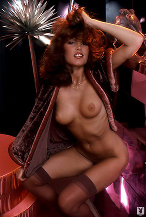 70's brunette chick with natural tits sh - XXX Dessert - Picture 11