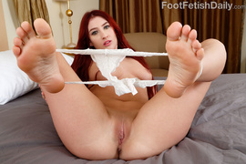 curvy, foot, toes, white