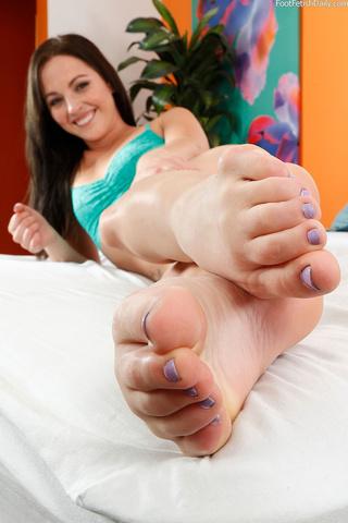 petite cutie green feet