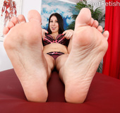 Brunette with big hot tits and ass loves feet worship, hot fuck and fives