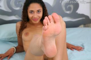 curly hair babe feet