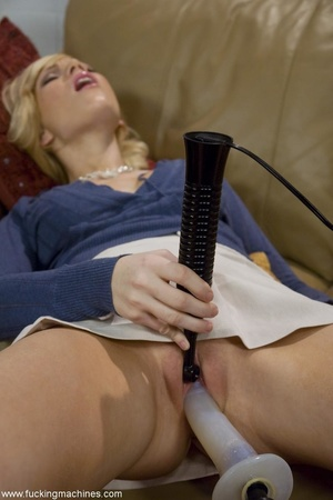 Petite blonde lady wants to tease her cu - XXX Dessert - Picture 7