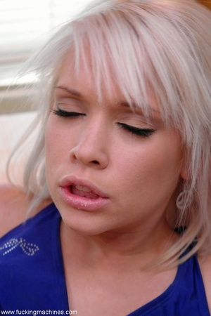 Petite blonde honey enjoys in a super ho - XXX Dessert - Picture 2