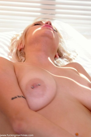 Petite blonde honey enjoys in a super ho - XXX Dessert - Picture 12