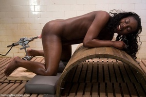 Ebony porn model with a curvy body getti - XXX Dessert - Picture 6