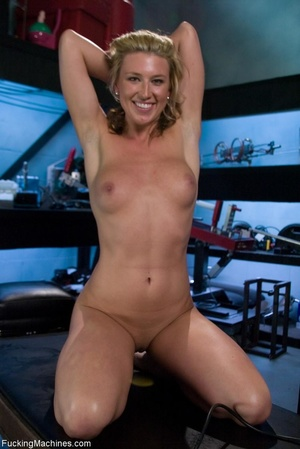 Blonde girl with a perfect natural body  - XXX Dessert - Picture 13