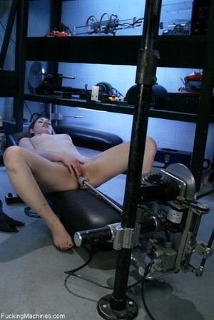 Petite gal rides a sybian and enjoys dri - XXX Dessert - Picture 3