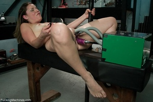 Curvy darling needs many sex toys to ple - XXX Dessert - Picture 5