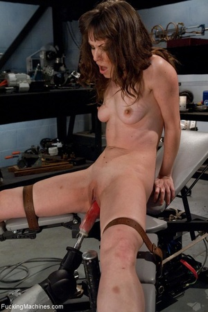 Tied up gal using her vibrator and getti - XXX Dessert - Picture 9