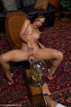 Dark haired model wants to get her trimm - XXX Dessert - Picture 9