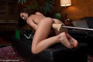 Brunette lady with a natural body teasin - XXX Dessert - Picture 1