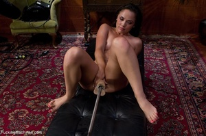 Brunette lady with a natural body teasin - XXX Dessert - Picture 3