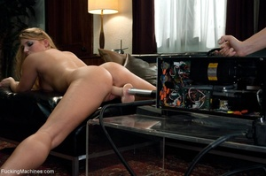 Curby blondie takes off her sexy clothes - XXX Dessert - Picture 5
