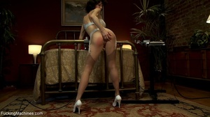 Brunette babe in sexy stockings drills h - XXX Dessert - Picture 3
