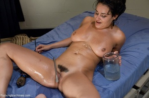 Brunette with a trimmed pussy using so m - XXX Dessert - Picture 15