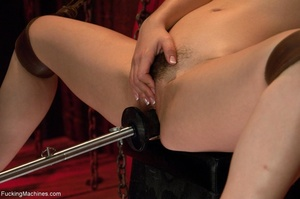Dark haired gal with a trimmed cunt want - XXX Dessert - Picture 5