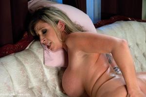 Elegant blonde MILF with a curvy body en - XXX Dessert - Picture 12
