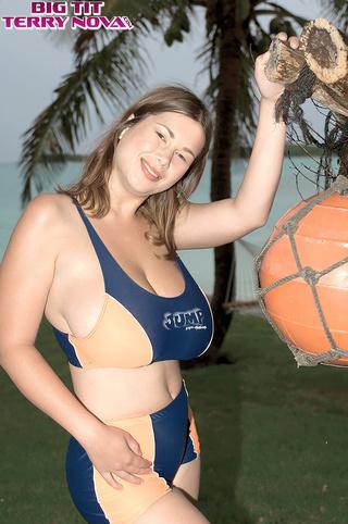 attractive big tits brunette