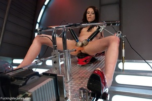 Slim brunette lady in red shoes drilling - XXX Dessert - Picture 3