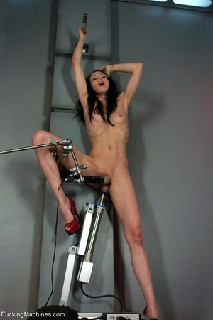 Slim brunette lady in red shoes drilling - XXX Dessert - Picture 8