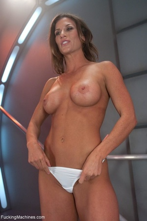 Oiled up bitch with a nice body gets dri - XXX Dessert - Picture 1