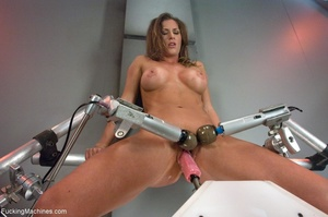 Oiled up bitch with a nice body gets dri - XXX Dessert - Picture 6