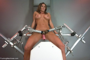 Oiled up bitch with a nice body gets dri - XXX Dessert - Picture 7