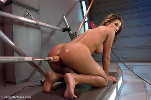 Oiled up bitch with a nice body gets dri - XXX Dessert - Picture 9