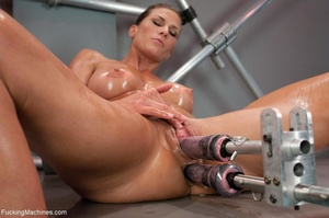 Oiled up bitch with a nice body gets dri - XXX Dessert - Picture 14
