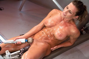 Oiled up bitch with a nice body gets dri - XXX Dessert - Picture 16
