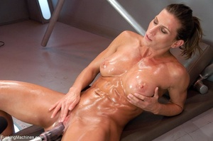 Oiled up bitch with a nice body gets dri - XXX Dessert - Picture 17