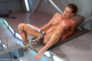 Oiled up bitch with a nice body gets dri - XXX Dessert - Picture 18
