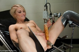 Short haired blondie with a smooth cunt  - XXX Dessert - Picture 2