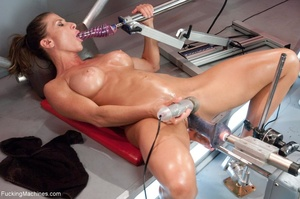 Muscled bitch with big boobs using so ma - XXX Dessert - Picture 8