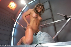 Muscled bitch with big boobs using so ma - XXX Dessert - Picture 11