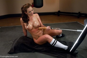 Curvy darling works out her butt hole an - XXX Dessert - Picture 4