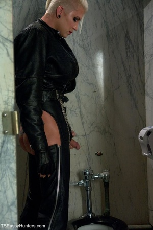 Restroom fucking is hot as hell between  - XXX Dessert - Picture 1