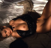 Wild 90's blonde chick showing off her sex appeal