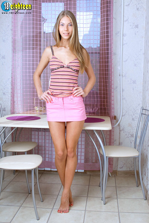 Knockout harlot in a zigzag pattern top  - XXX Dessert - Picture 2