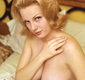 Vintage 60's blonde chick wants to show her sex appeal