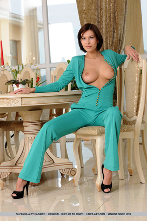 Beautiful chick with stunning body opens - XXX Dessert - Picture 7