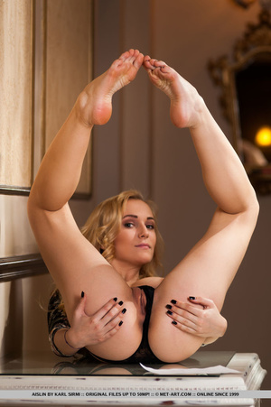 Lusty blonde with gorgeous body pulls do - XXX Dessert - Picture 8