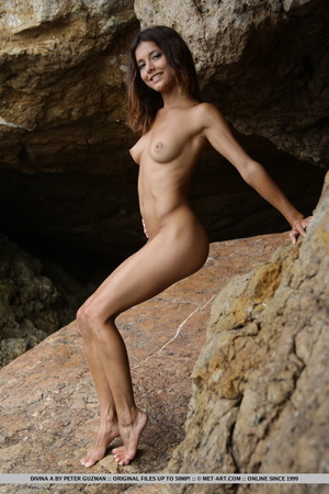 Pretty young brunette with curly hair di - XXX Dessert - Picture 2