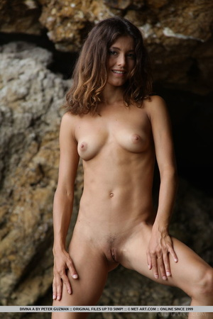 Pretty young brunette with curly hair di - XXX Dessert - Picture 3
