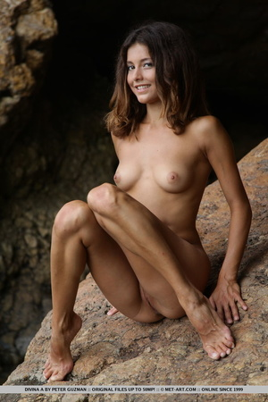 Pretty young brunette with curly hair di - XXX Dessert - Picture 4