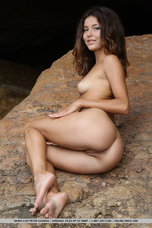Pretty young brunette with curly hair di - XXX Dessert - Picture 15