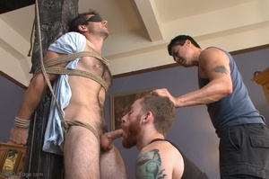 Red bearded master teasing blindfolded a - XXX Dessert - Picture 6